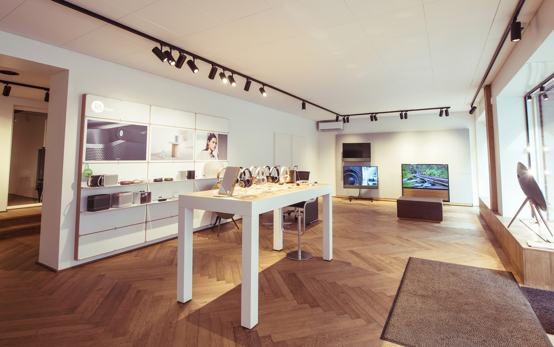 The M3 Spot's precision beam spreads with tight field angles and minimal spill allows Bang & Olufsen to focus on their products and make them shine.  – Joonas Puhakka (Northern Images)